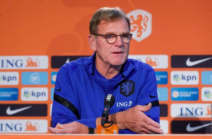Dwight Lodeweges presta sua primeira coletiva como treinador interino da seleção holandesa