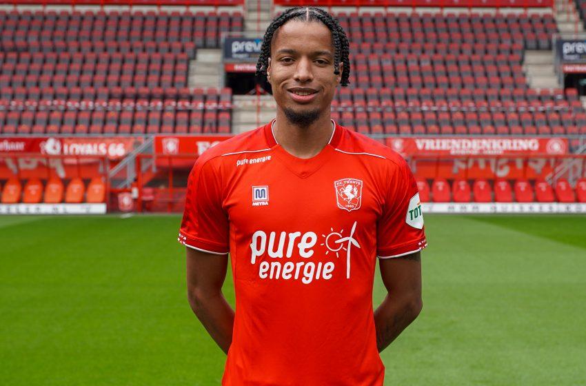 Tyronne Ebuehi chega ao FC Twente por empréstimo