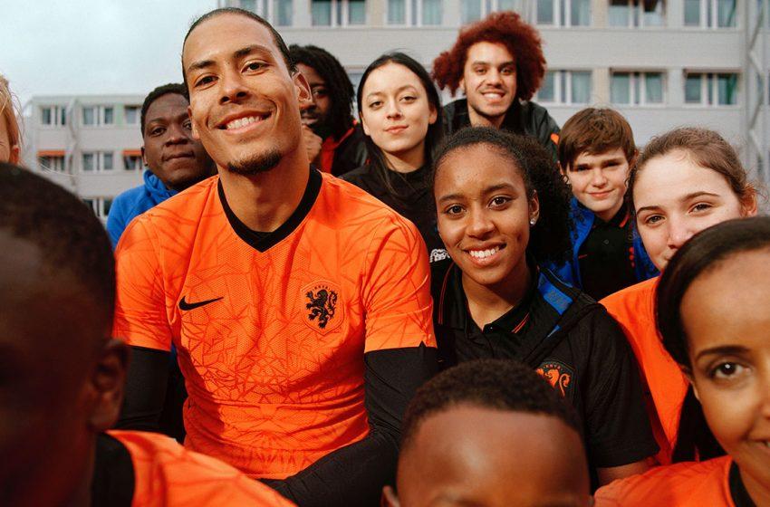 KNVB divulga as novas camisas da seleção masculina e feminina