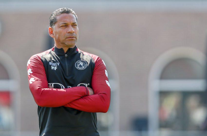 Henk Fraser é questionado sobre possível interesse do FC Utrecht em seu trabalho