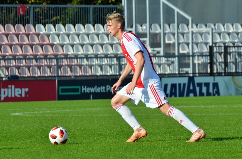 Kenneth Taylor renova com o AFC Ajax por mais quatro temporadas