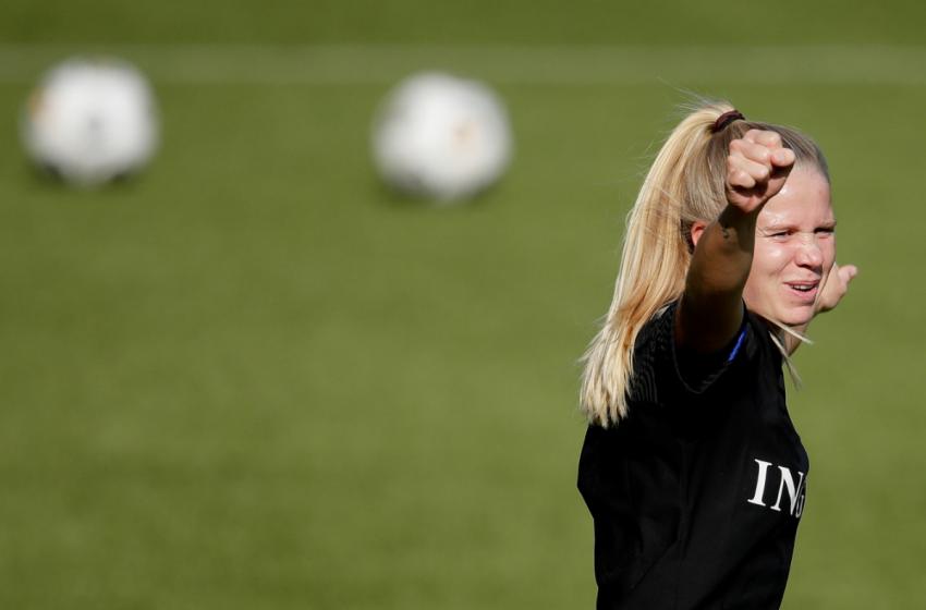 Kika van Es assina com o FC Twente