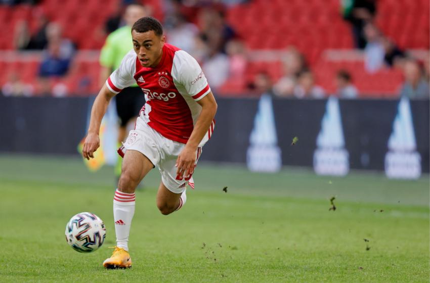 Ajax recebe proposta oficial do FC Barcelona por Sergiño Dest