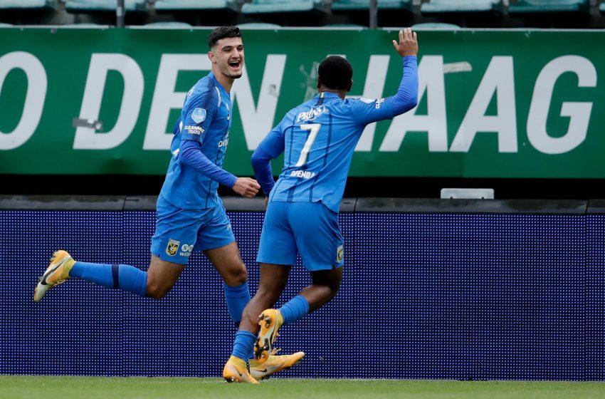 Com um jogador a menos, Vitesse vence ADO Den Haag com dois gols de Armando Broja
