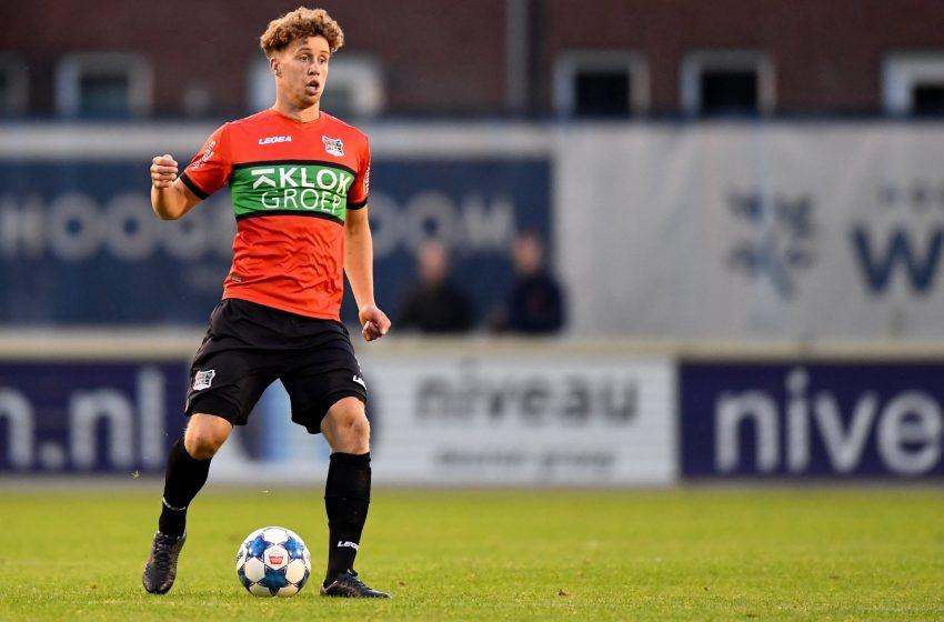 Frank Sturing assina com o FC Den Bosch