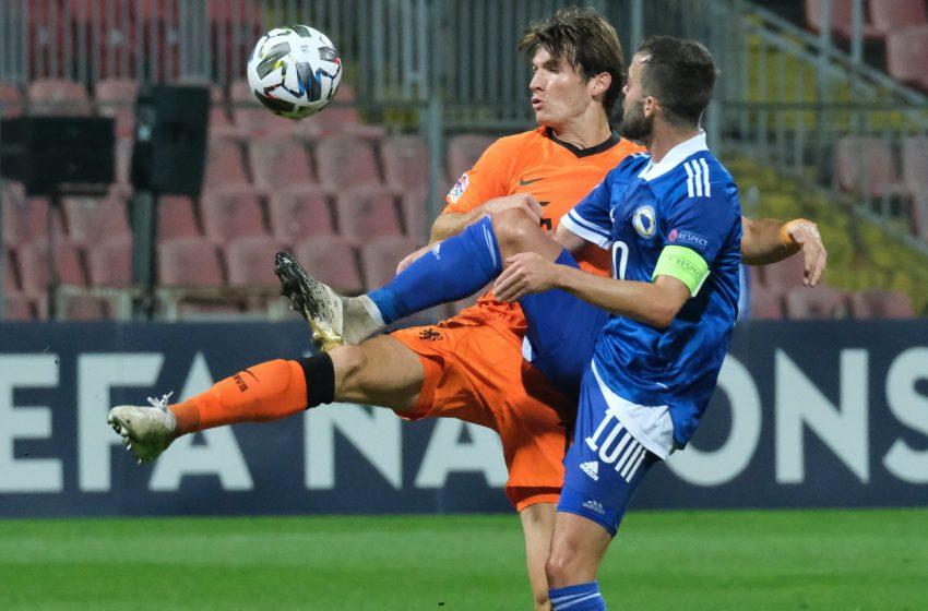 Marten de Roon desfalca Holanda contra a Itália