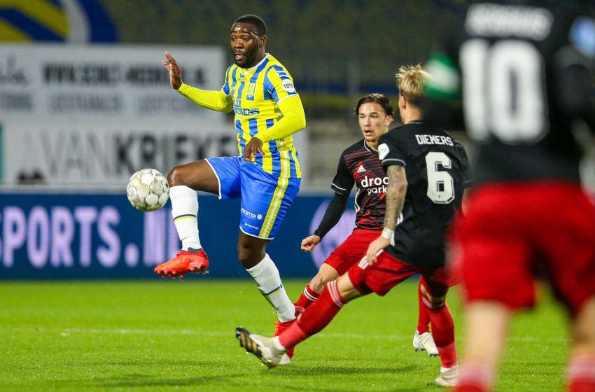 Feyenoord fica atrás no placar duas vezes, mas consegue empatar com o RKC Waalwijk