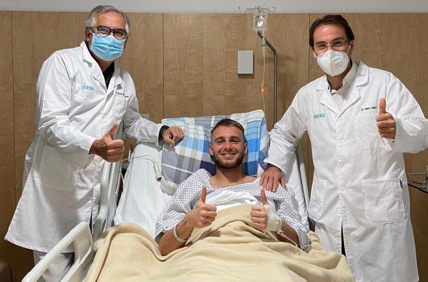 Jasper Cillessen foi operado com sucesso e começará o processo de reabilitação