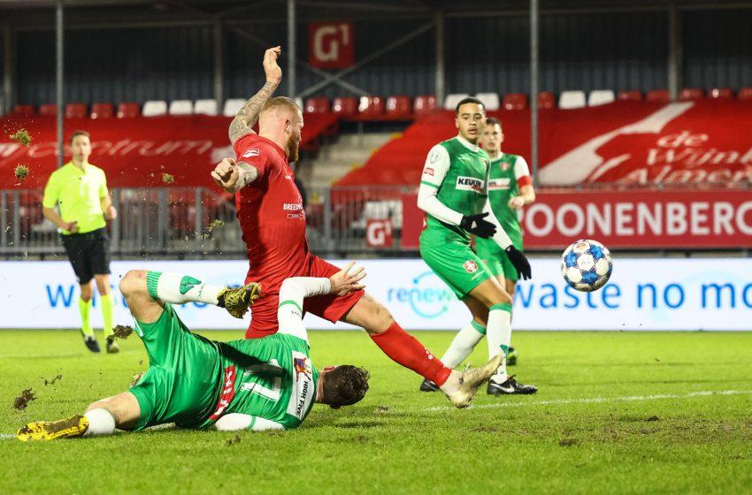 Almere City FC bate FC Dordrecht em casa e continua na briga pelo título