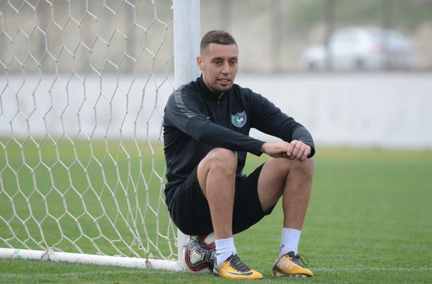 Ismaïl Aissati assina com o Adana Demirspor da Turquia e adia retorna para a Holanda