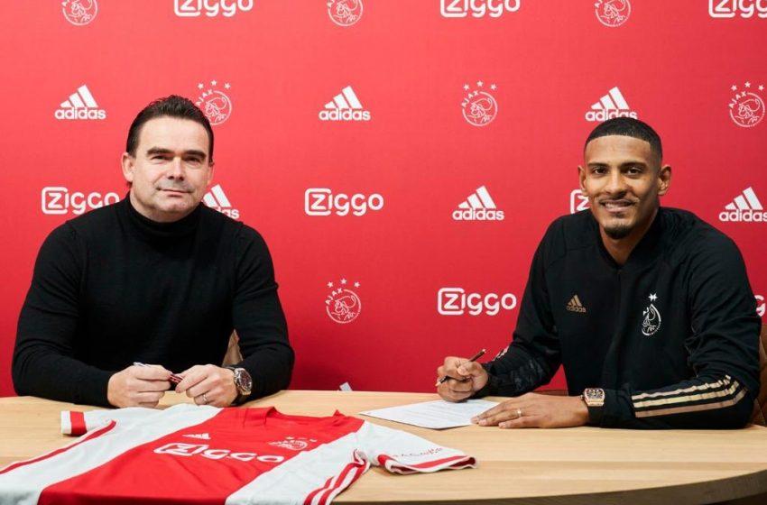 Sébastien Haller assina com o Ajax por 4,5 temporadas