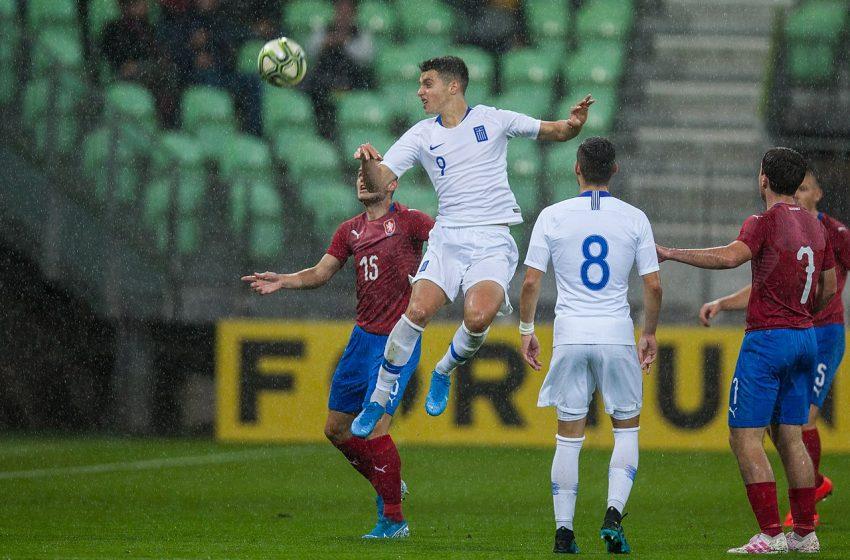 FC Utrecht anuncia a contratação de Anastasios Douvikas