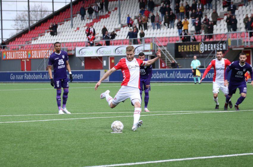 Michael de Leeuw marca três vezes e ajuda ao FC Emmen vencer o Heracles Almelo por 3 a 1