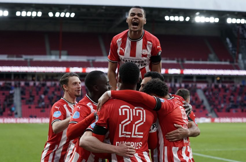 Eran Zahavi marca de pênalti e PSV vence FC Groningen por 1 a 0