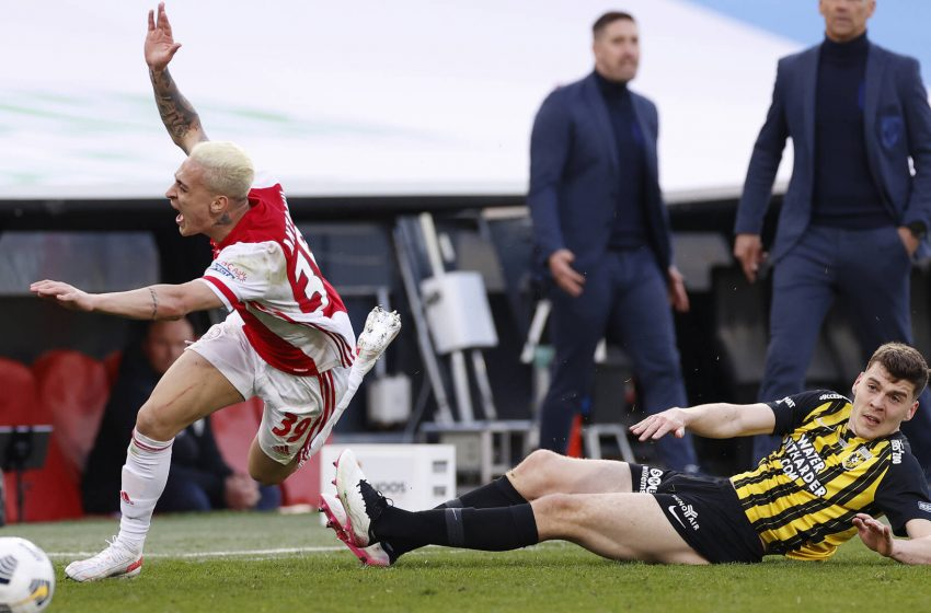 Jacob Rasmussen desfalca Vitesse por duas rodadas na Eredivisie