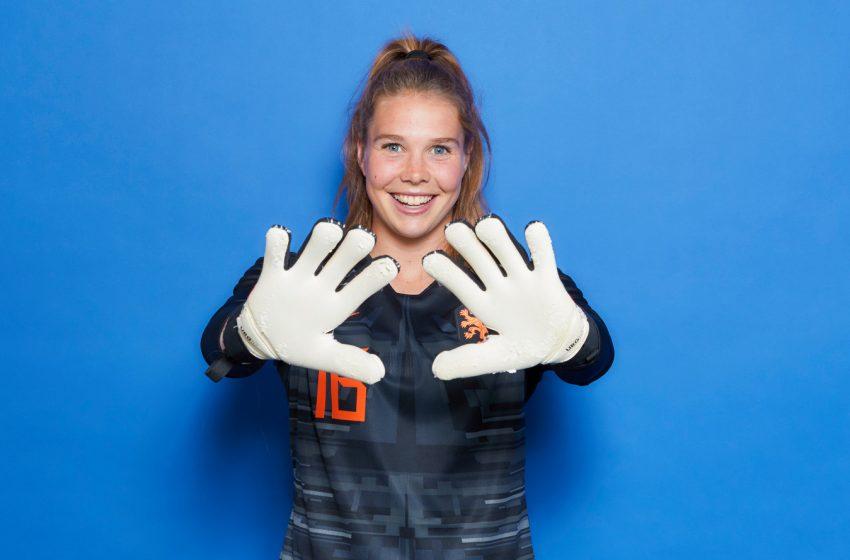 Sarina Wiegman perde duas jogadoras por lesão