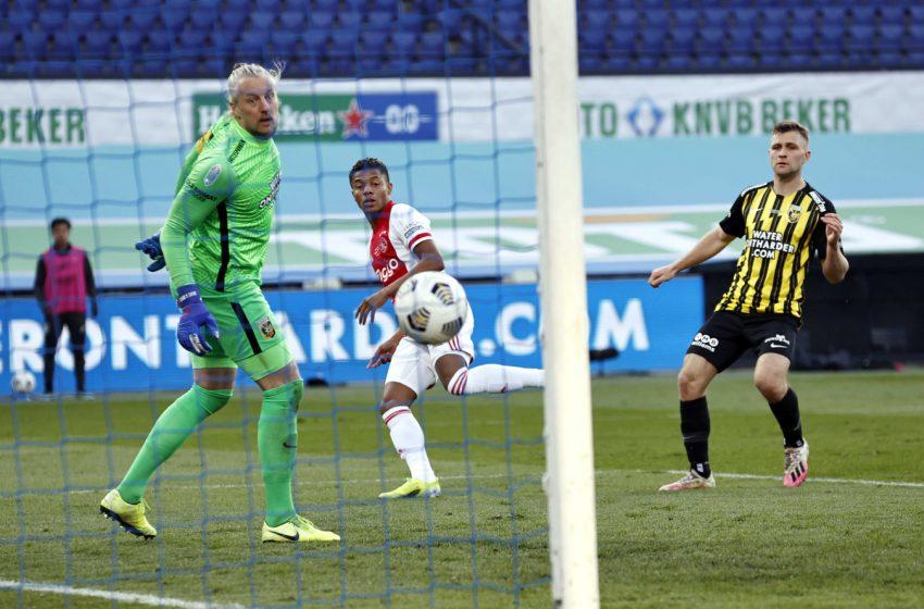 Remko Pasveer e Thomas Letsch reconhecem melhor desempenho do Ajax na final da Copa da Holanda
