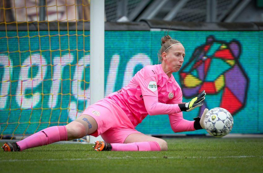 Sari van Veenendaal renova com o PSV por mais uma temporada