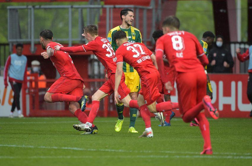 Em jogo de cinco gols, FC Twente vira desvantagem de dois gols e bate ADO Den Haag por 3 a 2