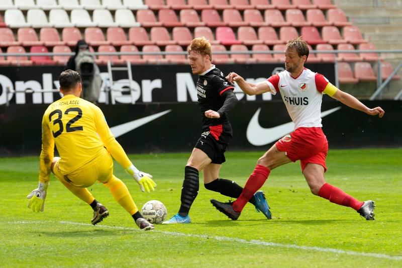 FC Utrecht sai na frente, mas PSV garante empate em 1 a 1
