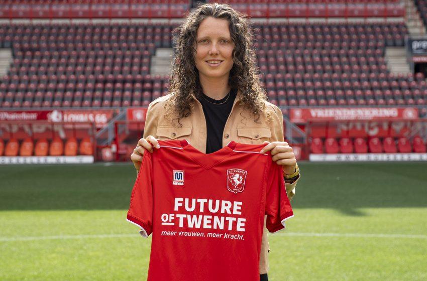 FC Twente anuncia renovação de Fenna Kalma por mais uma temporada