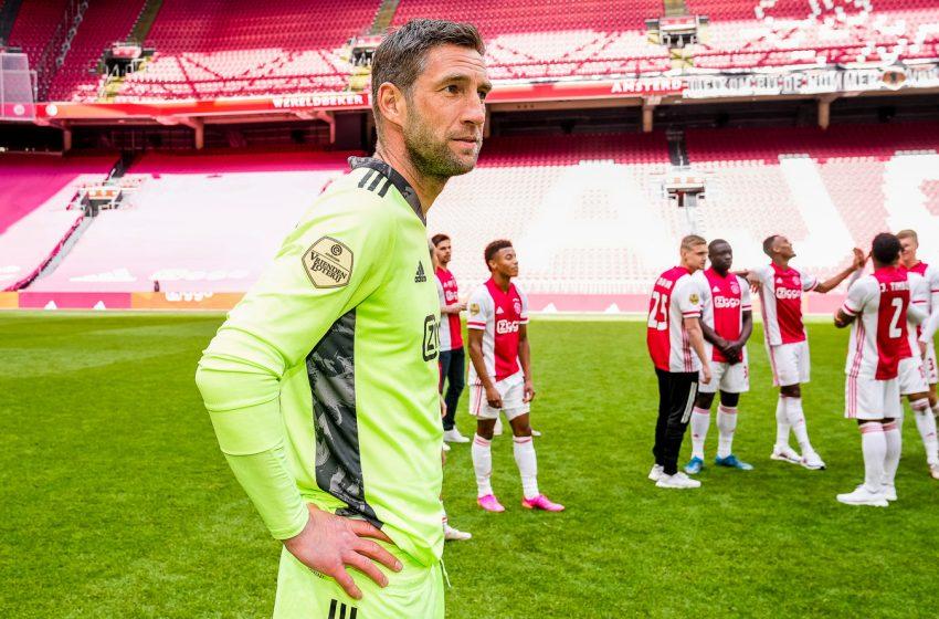 Maarten Stekelenburg afirma que ficará no Ajax por mais uma temporada