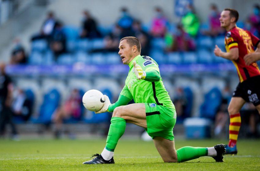 NEC Nijmegen tenta a contratação do goleiro Danny Vukovic