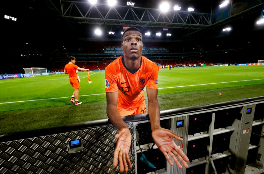 Denzel Dumfries vive melhor momento com a camisa da Holanda