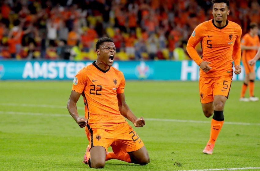 Denzel Dumfries brilha e Holanda vence Ucrânia por 3 a 2