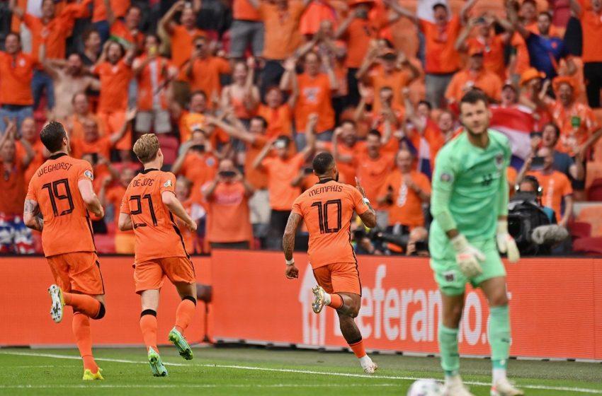 Memphis Depay e Denzel Dumfries marcam e Holanda garante vaga nas oitavas de finais da Eurocopa