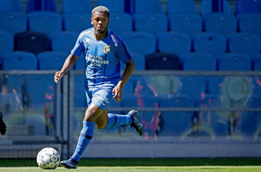 Loïs Openda ficará no Vitesse por mais uma temporada