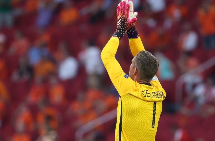 Frank de Boer escolhe Maarten Stekelenburg como goleiro titular para Eurocopa