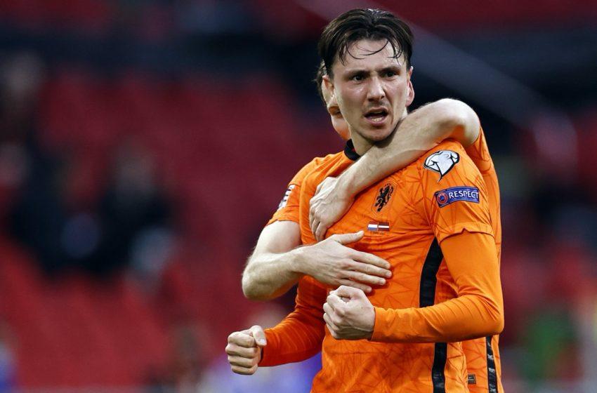 Feyenoord recebe proposta do Ajax por Steven Berghuis