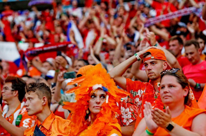 Matthijs de Ligt é expulso, Donyell Malen perde gol inacreditável e Holanda é eliminada da Eurocopa