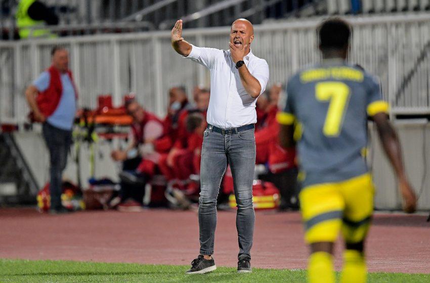 Arne Slot não ficou contente com desempenho do Feyenoord