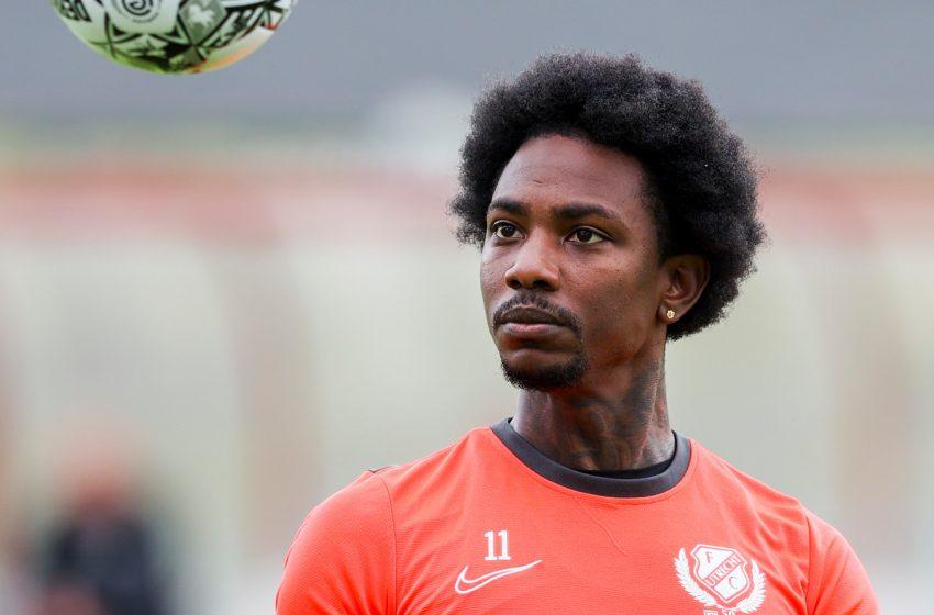 Eljero Elia está fora dos planos do FC Utrecht