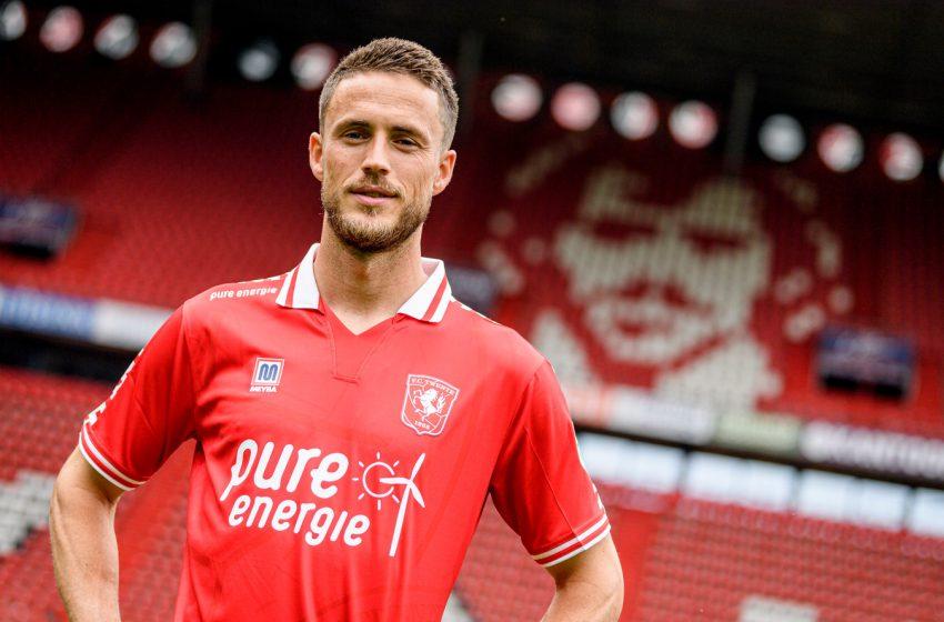 FC Twente anuncia a contratação de Ricky van Wolfswinkel