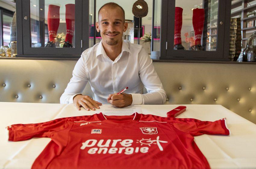 FC Twente contrata Václav Černý em definitivo