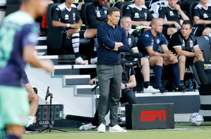 Roger Schmidt explica escolha por Yvon Mvogo no gol e comemora resultado diante do Heracles Almelo