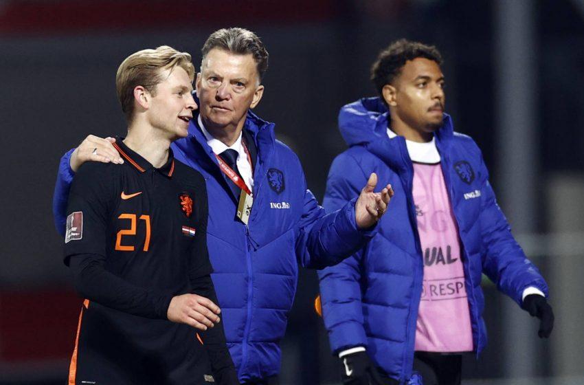 Louis van Gaal satisfeito após vitória da Holanda diante da Letônia